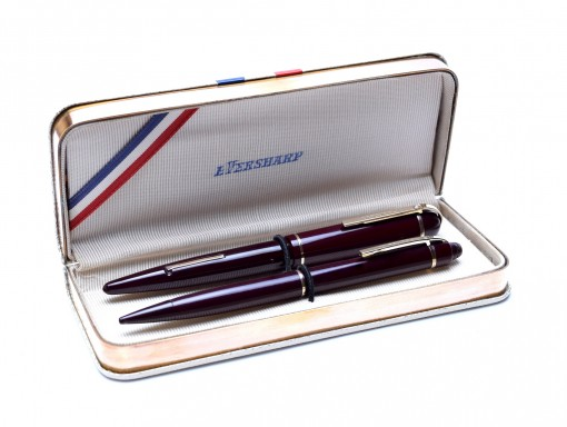 Henry Dreyfuss Rare 1940s Wahl Eversharp Skyline Burgundy Red 14K Gold M Lever Fountain Pen & Mechanical Pencil Set with Case