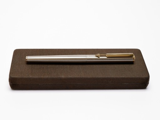 NOS 1982 Made in USA Parker Arrow Flighter DeLuxe Matte Brushed Stainless Steel & Gold Fountain Pen in Box