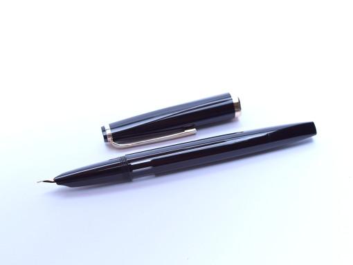 1960's Reform 4388 Triangular Black Flexible Hooded Gold Nib Fountain Pen