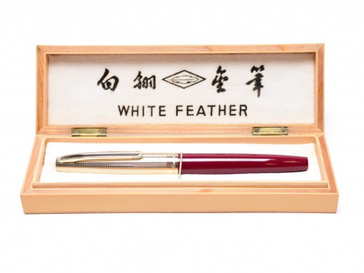Rare & Unique 1970s WHITE FEATHER 71-2 Burgundy Red & Crosshatch Gold Cap Capillary Filling Cartridge EF 14K Gold Nib Fountain Pen