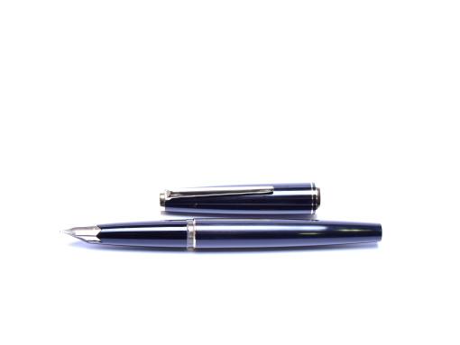 Rare 1970s MONTBLANC Classic Black Resin 14K 585 Gold OM Nib Cartridge Fountain Pen