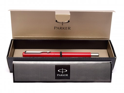 Original 2009 NOS in Gift Box PARKER Vector Made in UK Classic Burgundy Maroon Red Cartridge Fountain Pen F Fine Nib