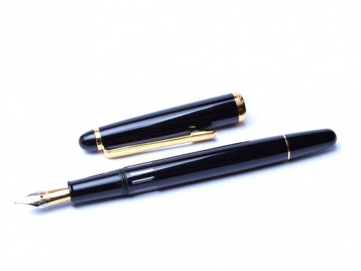 1980's Modern Reform Black Resin & Gold Two Tone Nib Piston Fountain Pen - One of the Last Reform Pens