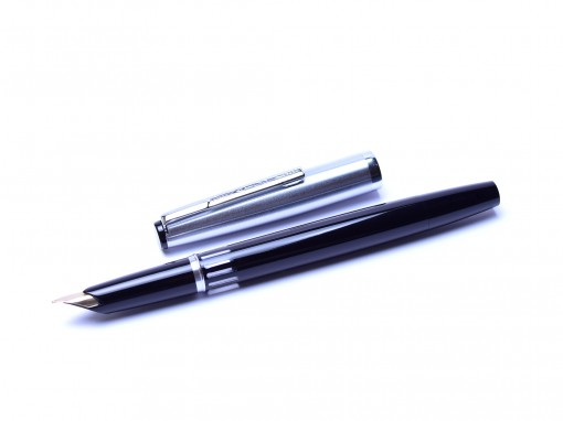 SENATOR Matte Steel & Black Resin Ultra High Qulity Fountain Pen 14K 585 Gold Fine Nib