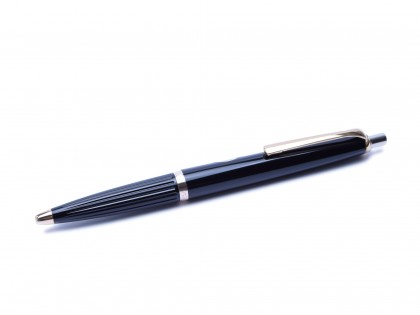 1970's Reform No.605 Germany High Quality Triangular Black & Gold Special Push Button Ballpoint Pen