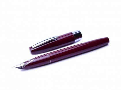 Rare 1970's Sheaffer 330 Made in Australia Fountain Pen Burgundy Bordeaux Red F Fine Steel Nib
