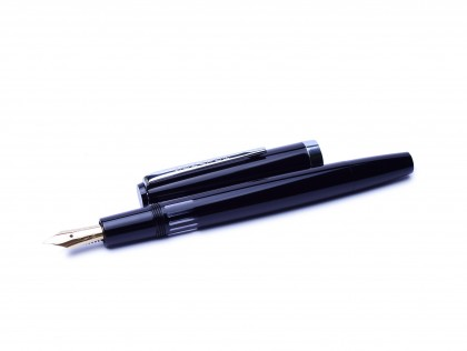 1960s SENATOR Germany Model 0140 Super Flexible 14K F Fine Gold Nib Precious Black Resin Fountain Pen