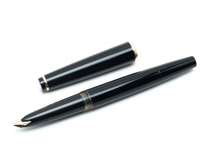 1960's MONTBLANC #32 Precious Black Resin EF 14K Gold Wing Semi Flex Nib Fountain Pen