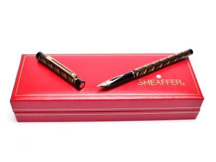 Sheaffer Targa 676s Slim 585 14K Gold M Medium Nib Guilloche Pattern Fountain Pen in Box