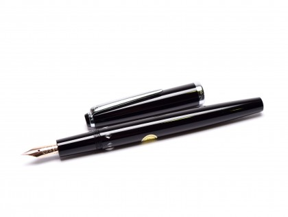 Stunning NOS 1960s Montblanc Monte Rosa Germany Flexible 14K EF Gold Nib Precious Black Resin Fountain Pen