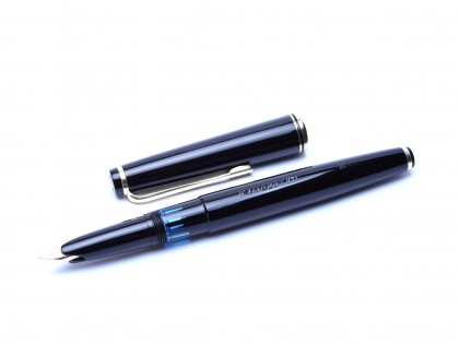 1960's KAWECO V71 Masterpiece Black Resin Oversize 14K M Flexible Nib Fountain Pen