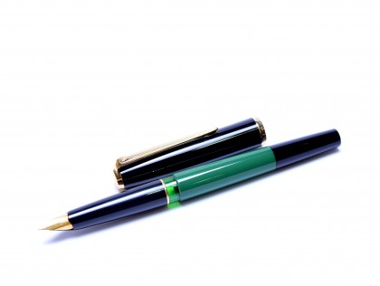 1960s Pelikan MK10 (Type 1) Airplane Safe Green & Black Resin EF Gold Nib Piston Filling Fountain Pen