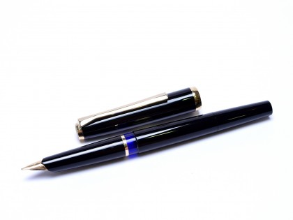 1960 Pelikan 30 (M30) Type 1 Rolled Gold & Black Resin 14K F Fine Flexible Nib Piston Fountain Pen
