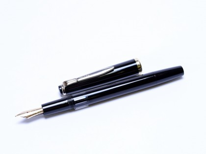 Rare 1960s Reform Germany 4328 Round Black Chrome and Gold 14K Gold Super Flex EF to BB Nib Piston Fountain Pen