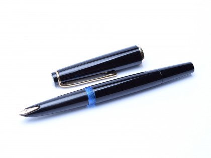 Rare 1960s MONTBLANC No.31 Black Resin EF Extra Fine 14K 585 Wing Nib Piston Fountain Pen