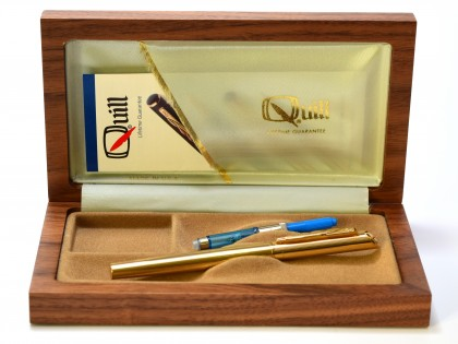 Rare Made in USA 1980s Quill 18k 750 Gold Filled Cartridge Fountain Pen with 18K Gold M Nib In Oak Wood Box
