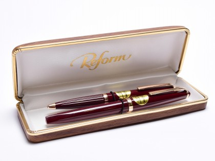 Sunning 1960's Reform Triangular Burgundy Red Super Flex Fountain 4383 & Ballpoint 605 Pen Set in Box