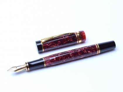 1989 PARKER Duofold International Red Marble 18K 750 Gold M Medium Nib Fountain Pen