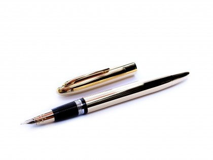 Rare Made in Canada Sheaffer's Snorkel Gold Filled 14K Two Tone F Nib Fountain Pen