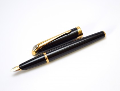 2000 Parker Ellipse Lacquer Black Resin Fountain Pen 18K 750 Gold M Medium Nib Made in France