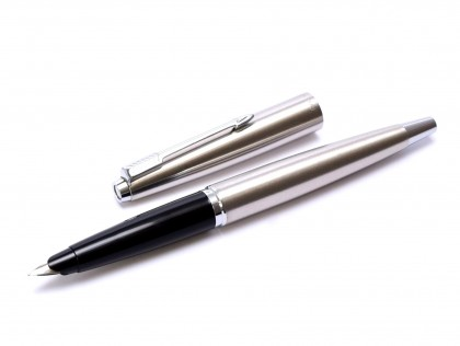 1960s Made in UK 1st Gen. Parker 45 Flighter Stainless Steel F Nib Fountain Pen With Original Converter