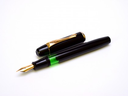 1970s Classic Black & Gold Thick Senator Regent Model #0490 Piston Fountain Pen M Medium Nib