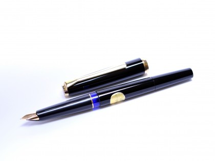 Rare 1973 Pelikan 30 (M30) Type 2 Rolled Gold & Black Resin 18K 750 HF Hard Fine Nib Piston Fountain Pen