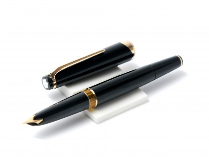 Large 1960s MONTBLANC No.14 Masterpiece Meisterstuck Black Resin 18K 750 Gold EF Nib Fountain Pen