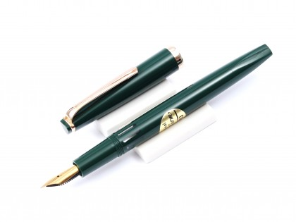 Stunning 1960s Reform 4383 Green Triangular 14K 585 Gold Super Flexible Nib Fountain Pen
