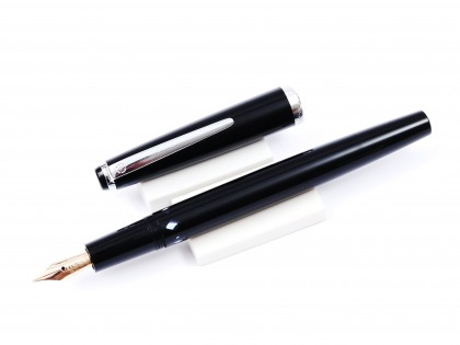 Stunning 1960's Montblanc Monte Rosa Germany Flexible 14K Gold Nib Precious Black Resin Fountain Pen