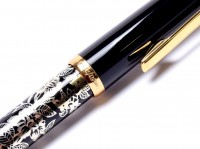 Rare 1980s Classic Modern Reform Black Resin & Gold Flower Motif Gold Two Tone M Nib Fountain Pen - One of the Last Reform Pens