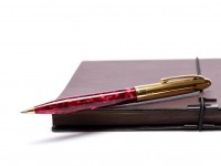 Sheaffer Crest Opalite Ryby Bordeaux Marble Red 23K Gold Electroplate Cap Celluloid Body Twist Ballpoint Pen