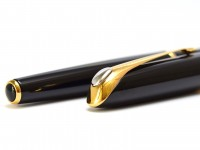 2000 Parker Ellipse Lacquer Black Resin Fountain Pen 18K 750 Gold M Medium Nib Made in France